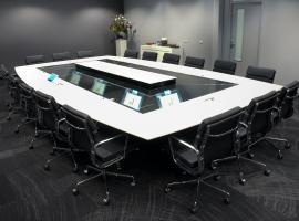 Quarta meeting table